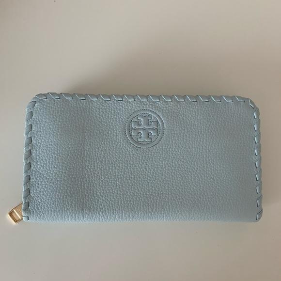 Tory Burch Handbags - Tory Burch Wallet